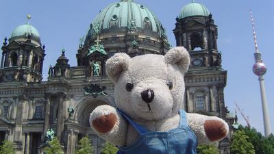Teddy Aloisius vor dem Berliner Dom..