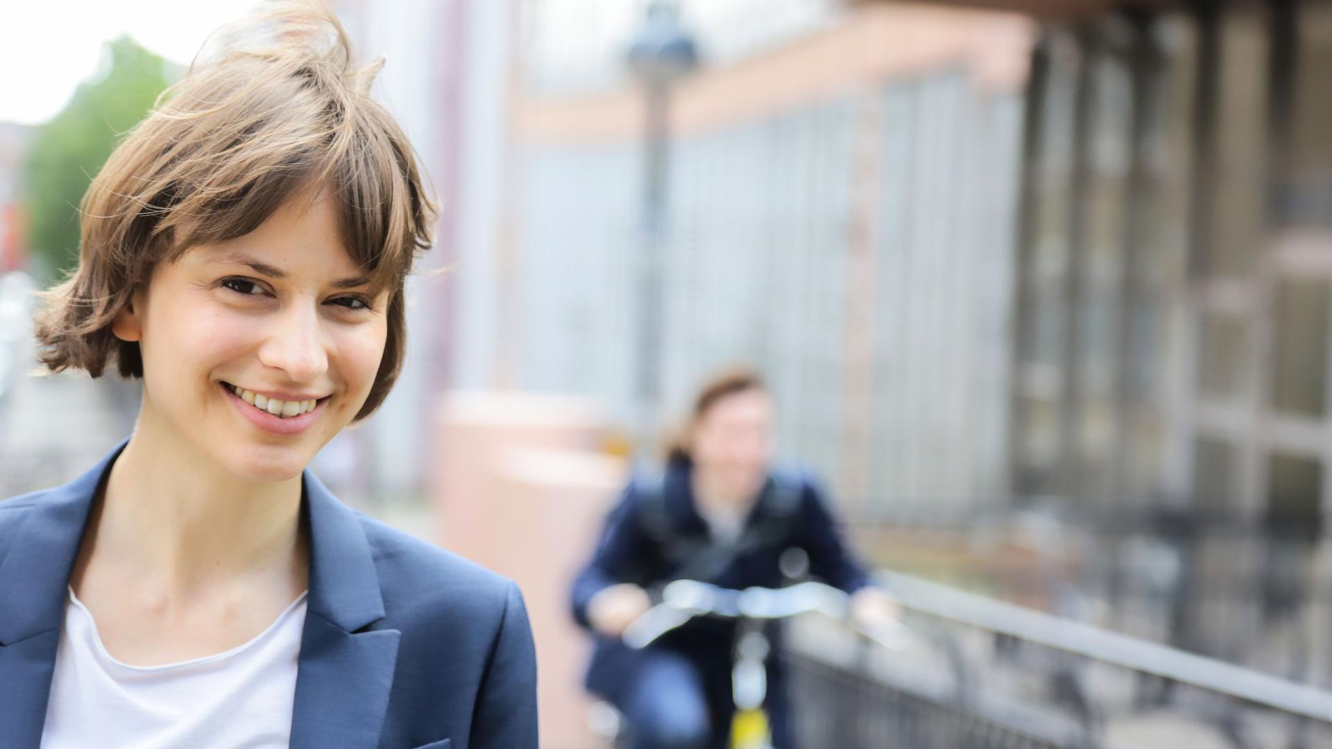 Nora Szech ist Inhaberin des Lehrstuhls für Politische Ökonomie am Karlsruher Institut für Technologie (KIT).