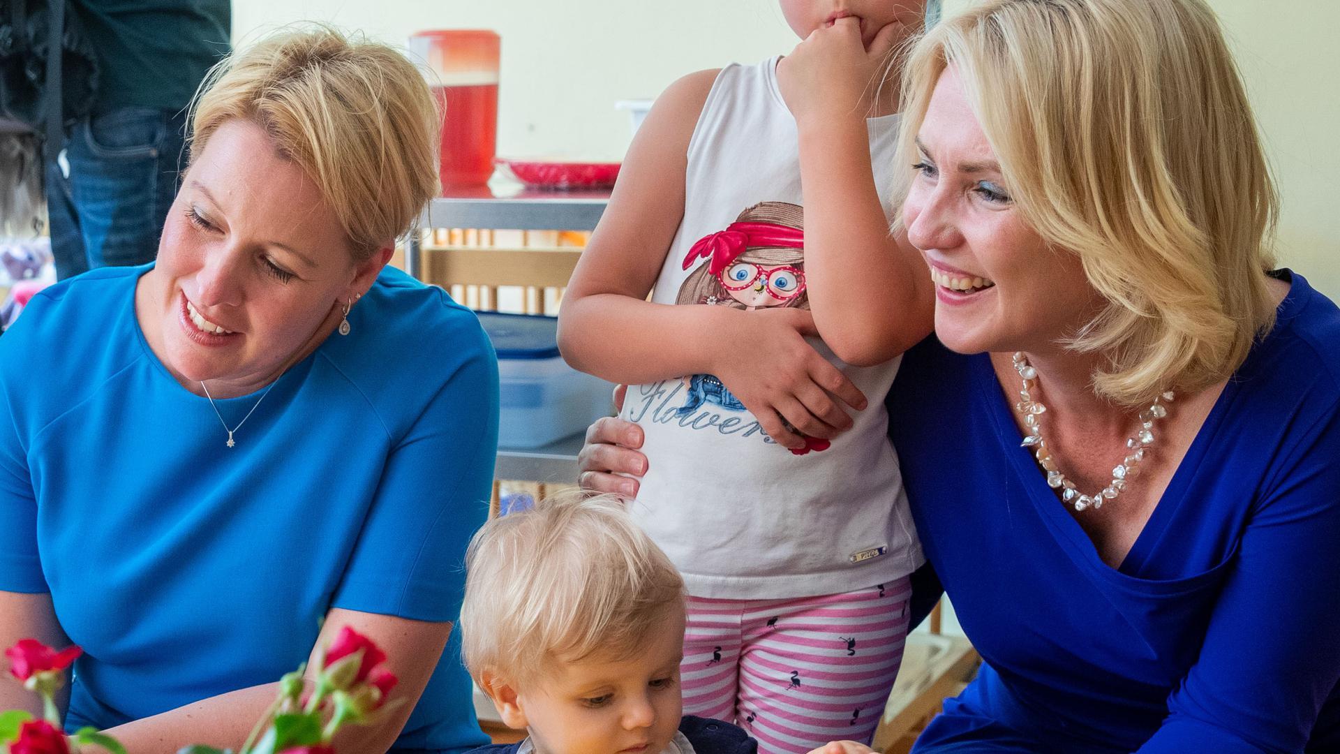 Wahlsiegerinnen: Franziska Giffey (links) und Manuela Schwesig (rechts) setzen sich bei den Wahlen in Berlin und Mecklenburg-Vorpommern durch und vervollständigen damit den SPD-Triumph.
