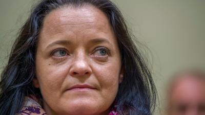 Die Angeklagte Beate Zschäpe sitzt im Gerichtssaal im Oberlandesgericht. Nach über fünf Jahren und mehr als 430 Prozesstagen wurden im NSU-Prozess am Oberlandesgericht München die Urteile gesprochen. Die als Nationalsozialistischer Untergrund (NSU) bezeichnete Terrorgruppe hatte zwischen den Jahren 2000 und 2007 zehn Menschen in Deutschland ermordet. +++ dpa-Bildfunk +++