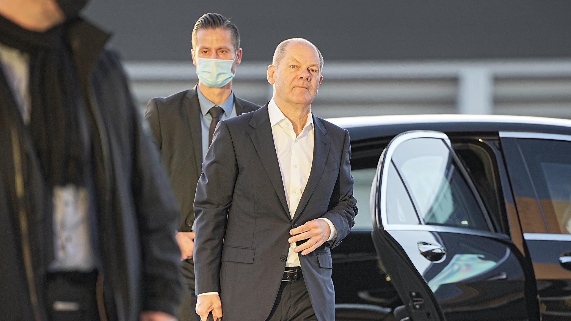 Olaf Scholz SPD Kanzlerkandidat und Bundesminister der Finanzen, kommt am CityCube an. Die SPD will mit FDP und Bündnis 90/Die Grünen Sondierungsgespräche zur Bildung einer neuen Bundesregierung nach der Bundestagswahl aufnehmen. +++ dpa-Bildfunk +++
