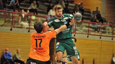 Verzicht auf Aufstiegsmöglichkeit: Für Jonas Schuster (rechts) und den TVS Baden-Baden geht es in der nächsten Saison wie ursprünglich geplant in der Oberliga weiter.