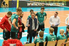 Aus und vorbei: Das Bundesliga-Volleyballteam der Bisons Bühl um Trainer Alejandro Kolevich (Mitte) und Manager Oliver Stolle (rechts) existiert nicht mehr.