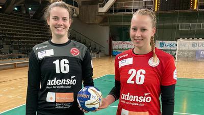 Gemeinsam am Ball: Svenja Wunsch (links) und Simone Falk, beide früher SG Steinbach/Kappelwindeck, spielen bei der HSG Freiburg in der Zweiten Handball-Bundesliga.