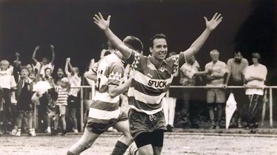 Fußballer Ralf Mangang (Loffenau) jubelt