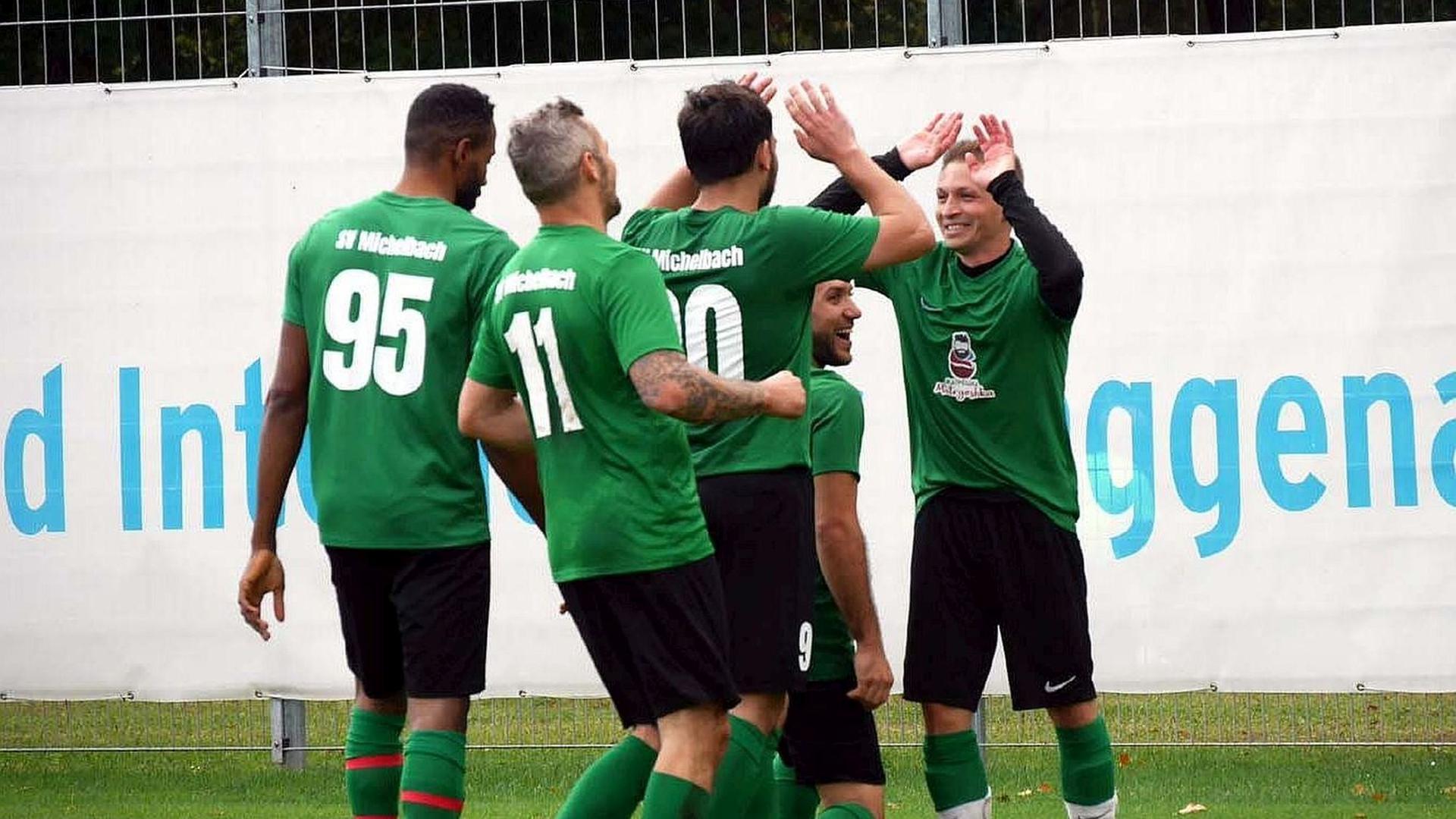 Torjubel beim SV Michelbach: Kevin Schlindwein (rechts) erzielte in der abgebrochenen Saison 2020/21 elf Tore und war damit der treffsicherste Goalgetter im Fußballbezirk Baden-Baden.