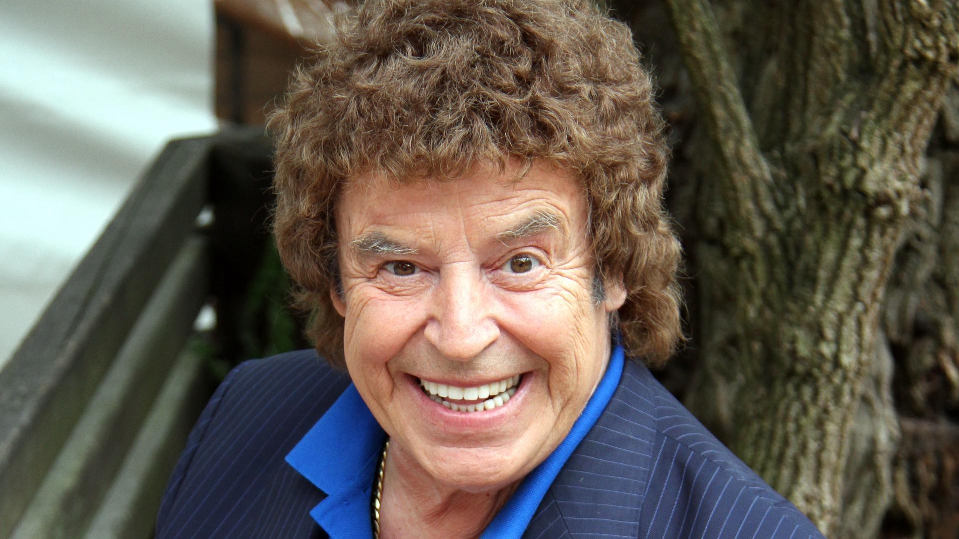 Ein Mann lacht. Es ist der Sänger Tony Marshall aus Baden-Baden.
