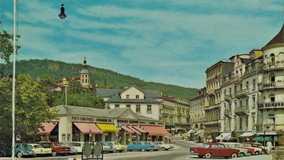 Parkplatz und Durchfahrtsstraße: Die Fieser-Brücke in den 60er-Jahren.