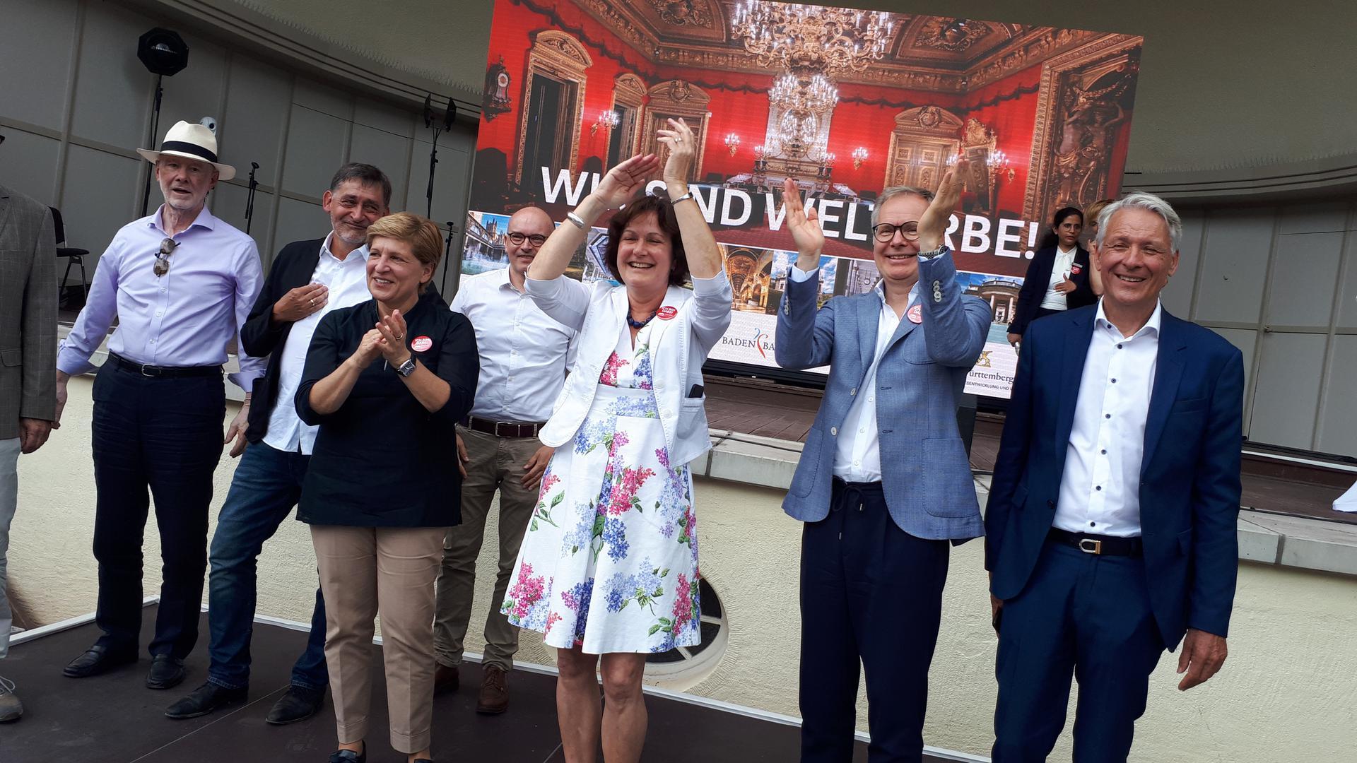 Großer Jubel im Baden-Badener Kurpark, nachdem die Unesco ihre Welterbe-Entscheidung bekannt gegeben hat.