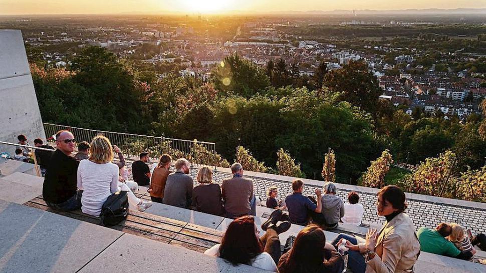 Der Blick vom Durlacher Turmberg am Abend.