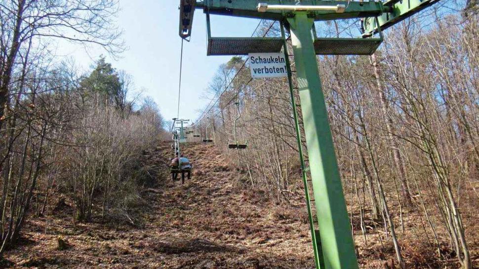 Die Rietburgbahn in Edenkoben: Schaukeln ist hier verboten.