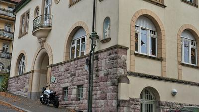 Ein ehrenwertes Haus: Im untersten Stockwerk dieses Haus in der Scheibenstraße 12 in Baden-Baden treffen sich seit über 30 Jahren die Pfadfinder. Hier soll auch die Vergewaltigung stattgefunden haben, für die der ehemalige Pfadfinderleiter Dieter K. gerade vor Gericht steht.