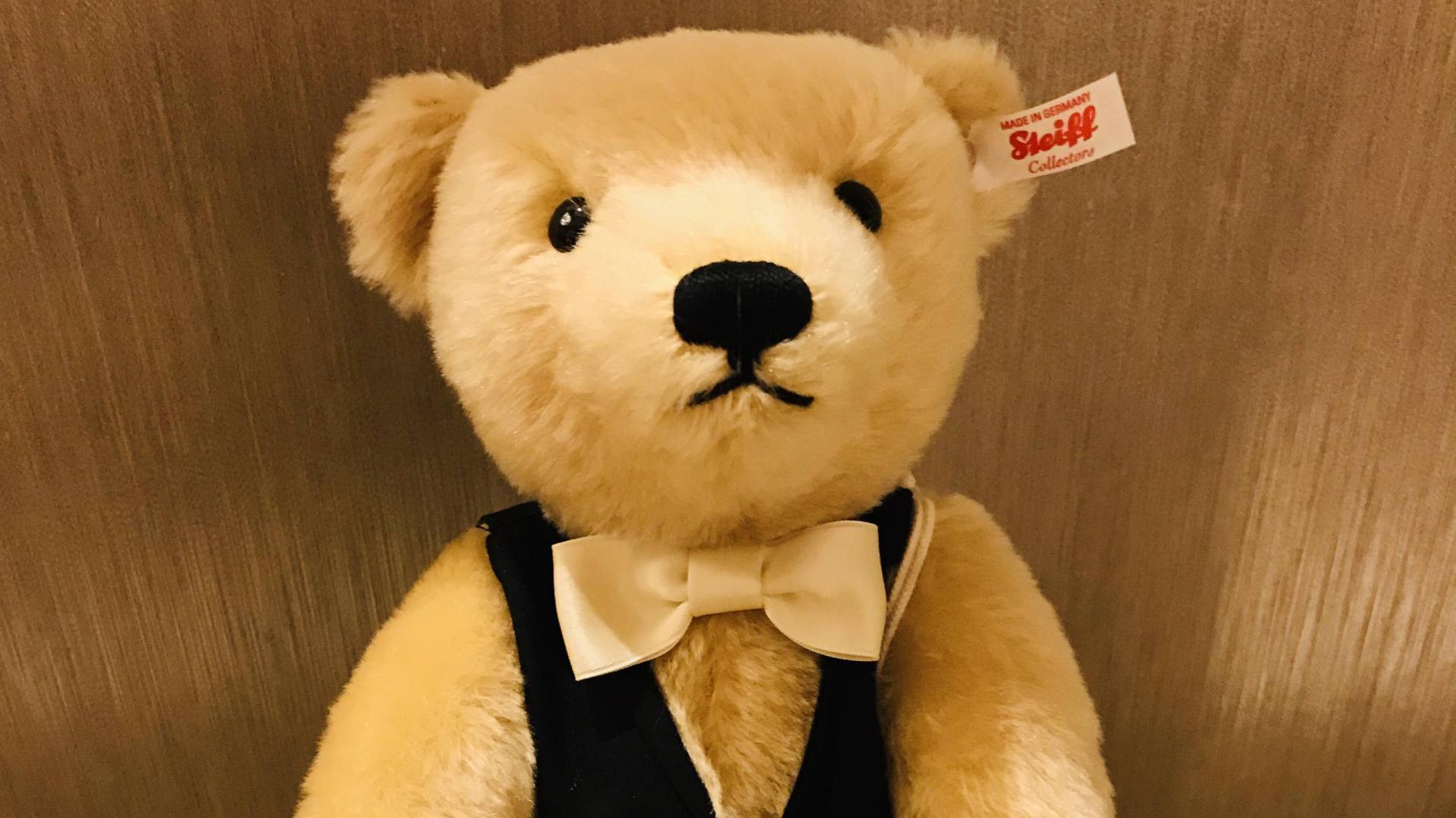 Den Casino-Bar, einen Teddy mit Knopf im Ohr, gibt es in limitierter Auflage.