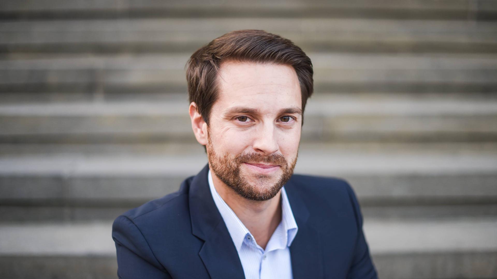 """Bekannt als Wissensvermittler: Der gebürtige Malscher Mirko Drotschmann erklärt als """"MrWissen2go"""" vor allem jungen Menschen schwierige Sachverhalte aus der Politik."""