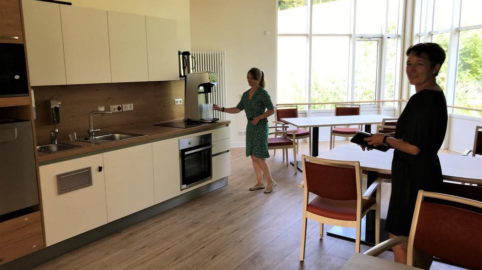 Küche und Aufenthaltsraum einer Wohngruppe