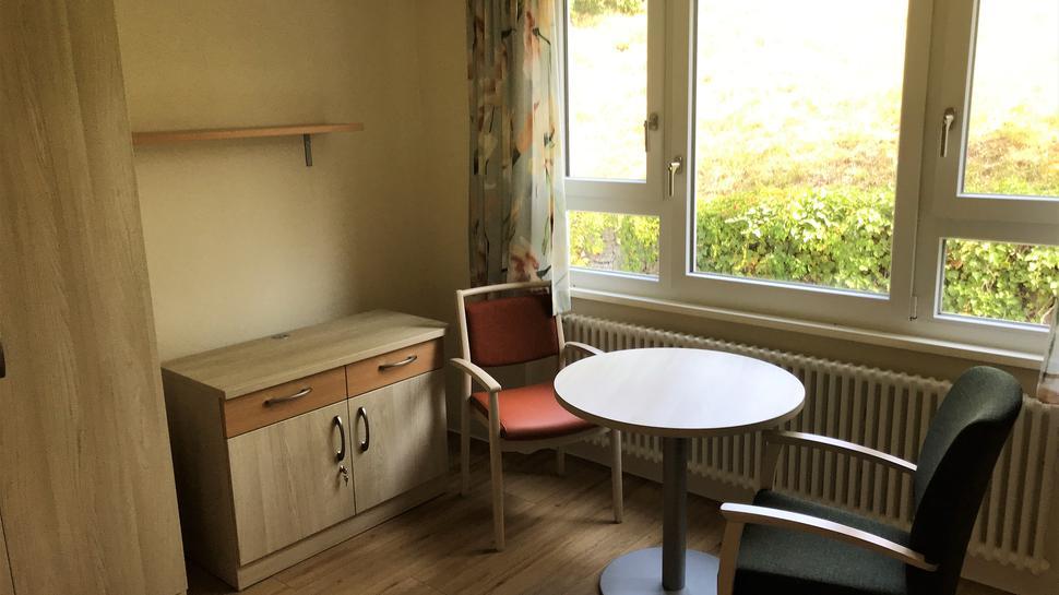 Die neuen Einzelzimmer sind modern eingerichtet.