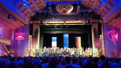 Der Bénazet-Saal im Kurhaus Baden-Baden ist beim Konzert des Sinfonieorchesters der Garde Républicaine voll besetzt.