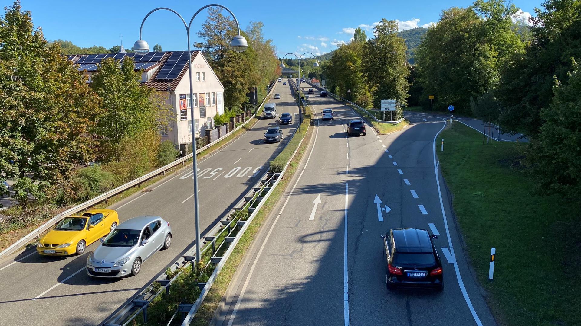 Auf der B500 Richtung Baden-Baden fahren täglich 40.000 Autos.