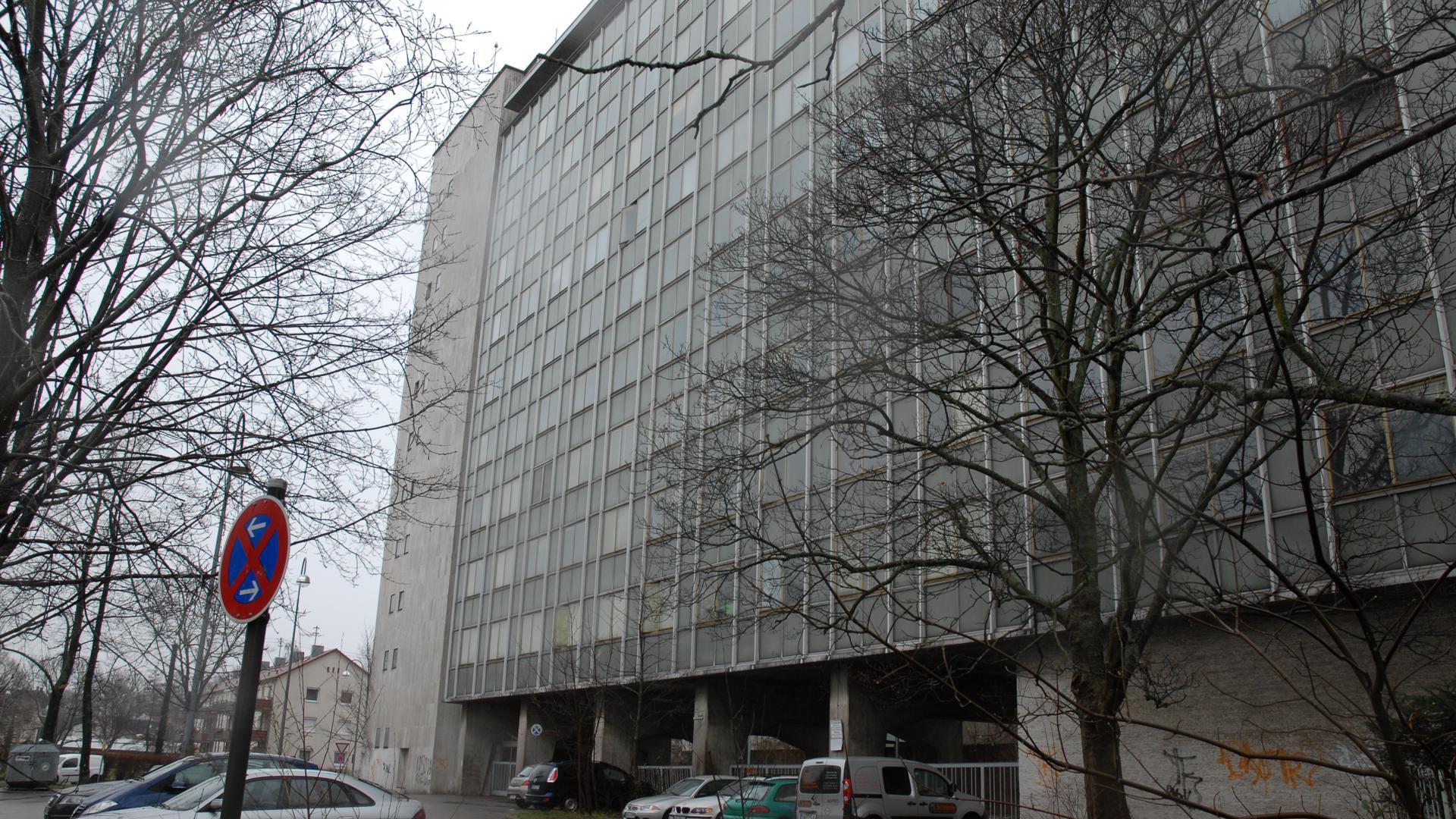 Das Babo-Hochhaus liegt am Charles-de-Gaulle-Platz in Baden-Oos. Es war früher Hauptquartier der französischen Streitkräfte