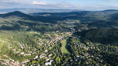 Luftbild Baden-Baden mit Klosterwiese und einem Teil der Gönneranlage (links vorne)