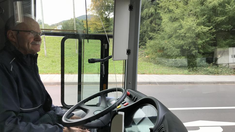 Busfahrer im E-Bus Baden-Baden