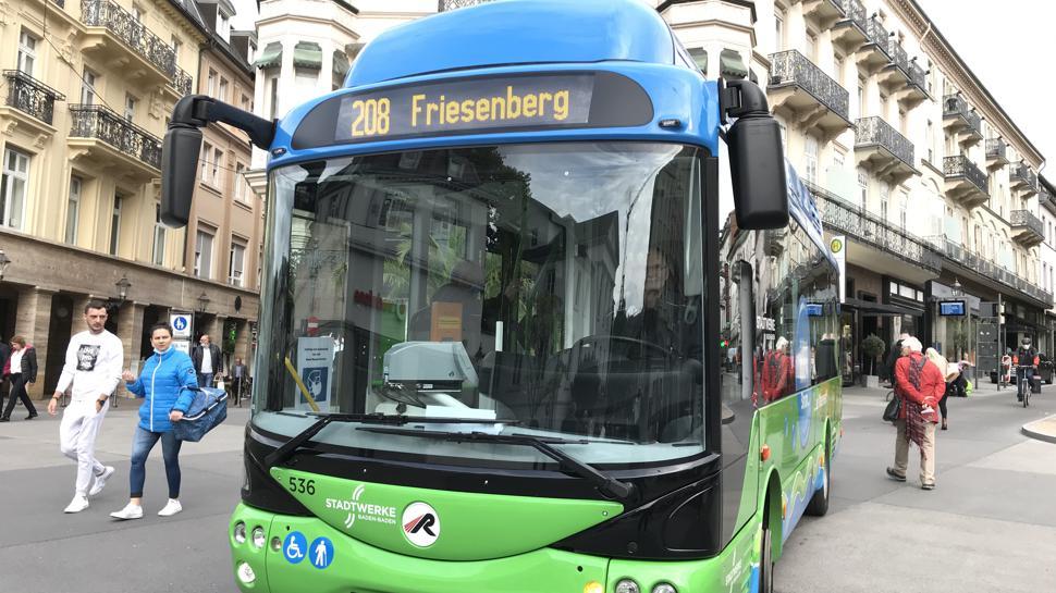 Bus steht auf dem Leopoldplatz Baden-Baden
