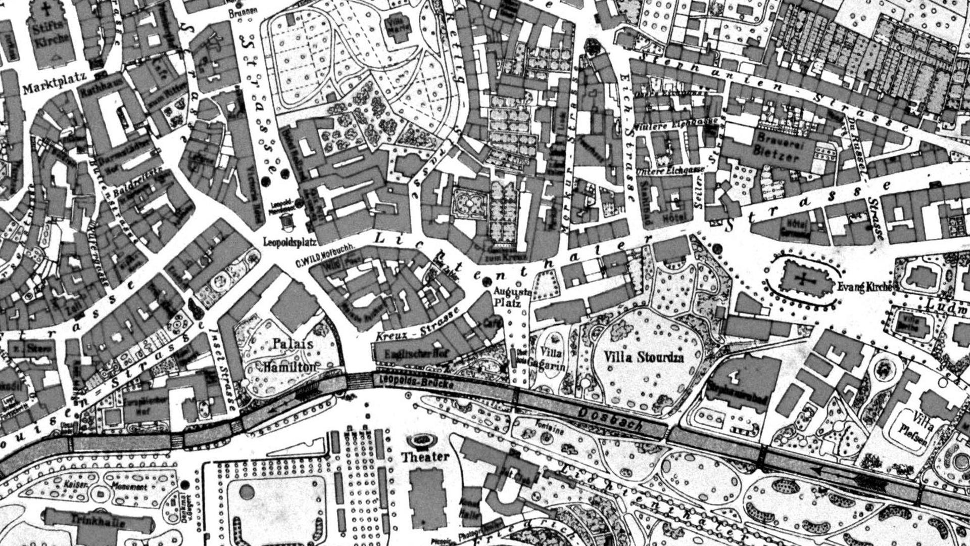 Auf einem Ausschnitt aus dem Stadtgrundriss aus dem Jahr 1889 ist die Bedeutung der Fieser-Brücke im Herzen von Baden-Baden als Verbindung zwischen der Altstadt und dem Kurviertel mit dem damaligen Conversationshaus und dem Theater auch schon klar zu erkennen.