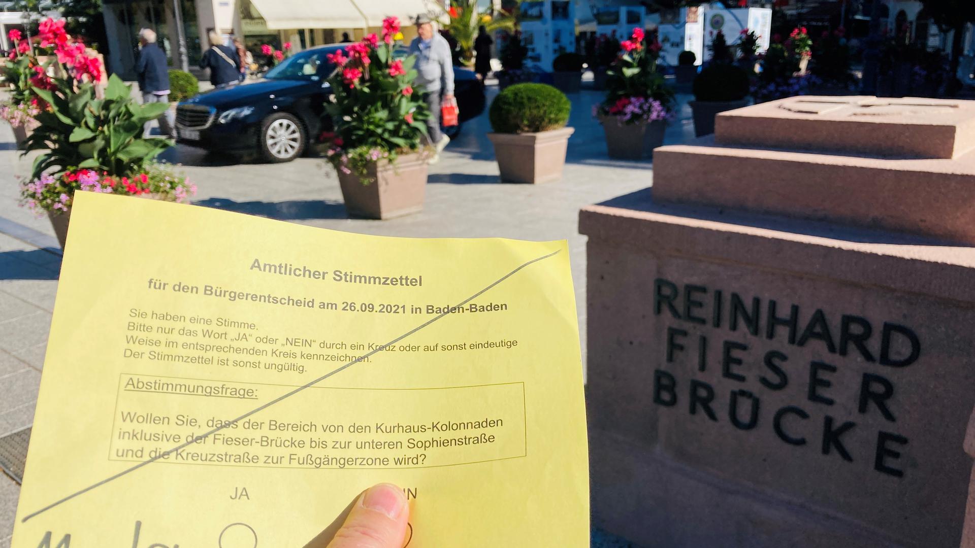 Beim Bürgerentscheid am Sonntag geht es um die Frage, ob der Bereich Fieser-Brücke und Kreuzstraße autofrei werden soll.