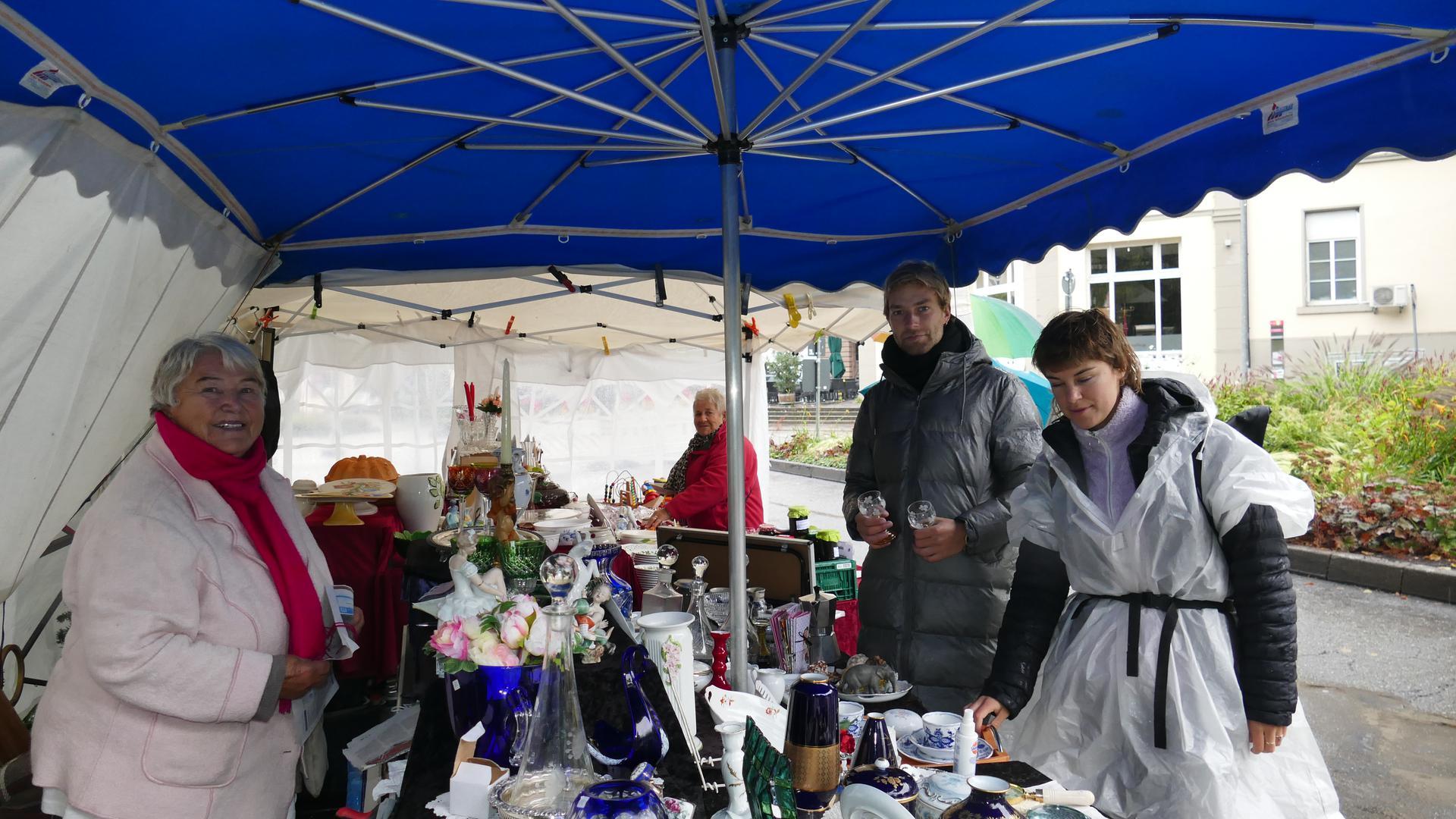 Stand eines Flohmarkts