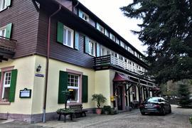 Das Hotel Forellenhof liegt in Baden-Baden-Gaisbach und existiert seit 1884.