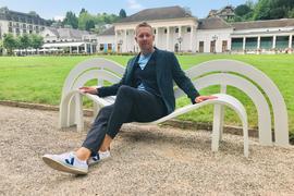kunst findet stadt - Kurgarten Baden-Baden , Werke von Jeppe Hein (Foto). - Modified Social Benches - Hein hat die Funktion von Bänken neu interpretiert.