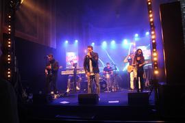 Band auf einer Bühne