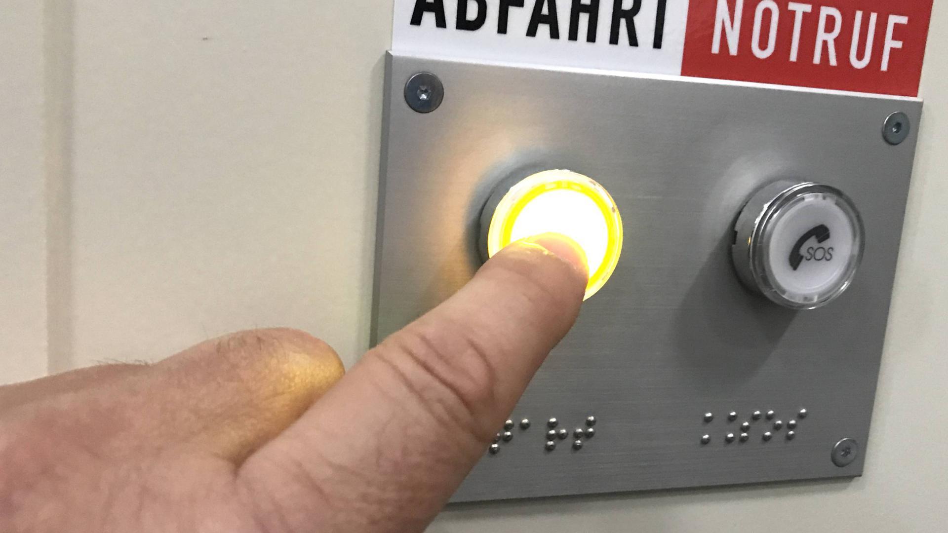 Merkurbergbahn Baden-Baden, Bahn fährt im Selbstfahrbetrieb und wird mit Knopfdruck gestartet.