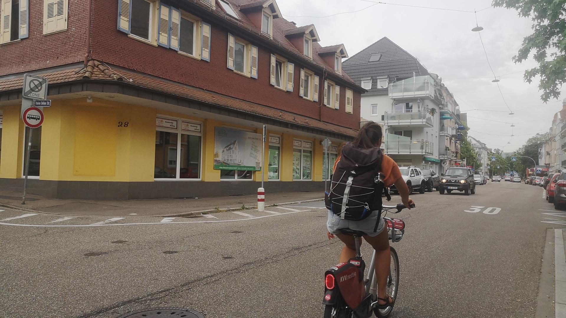 Straße, Häuser, Radfahrer