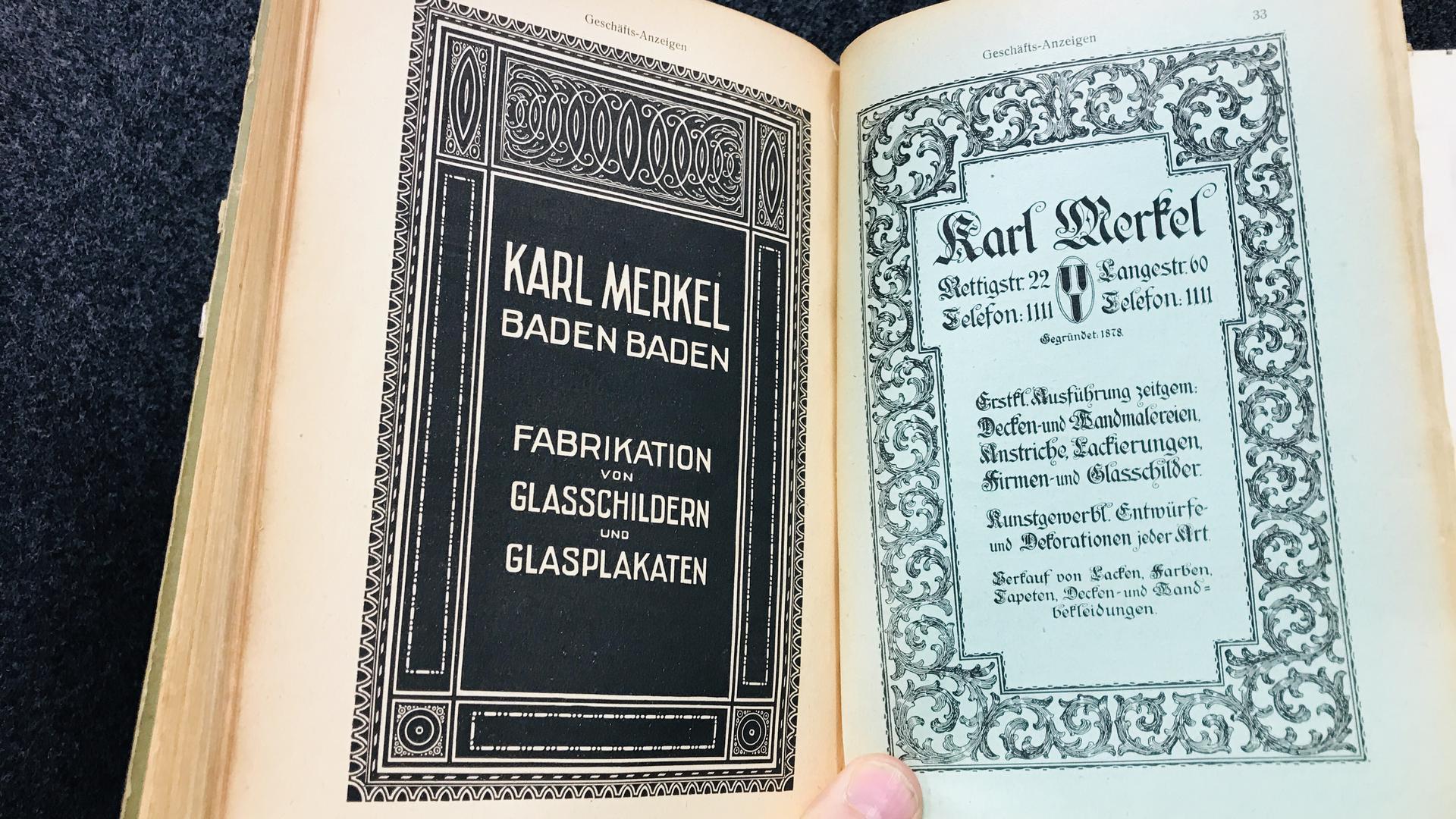 Im Adressbuch von  Baden-Baden aus dem Jahr 1920 werben ein Herstelle von Glasschildern und Glasplakaten und Experte für Decken- und Wandmalereien.