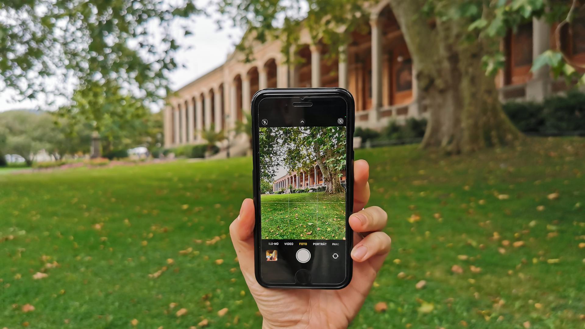 Foto vom Handy Foto vor der Trinkhalle