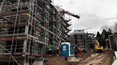 """Das neue Wohnquartier """"Jardin du Soleil"""" auf dem Vincenti-Areal in Baden-Baden wächst in die Höhe."""