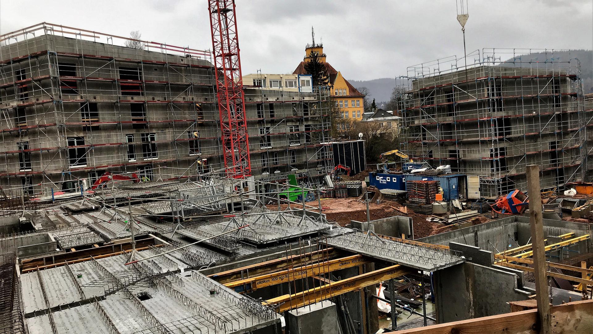 """Die Bauarbeiten an dem neuen Wohnquartier """"Jardin du Soleil"""" auf dem früheren Vincenti-Areal in Baden-Baden kommen voran."""