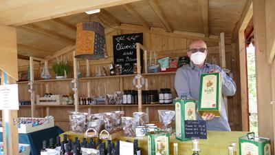 Jens Dietrich hat das Angebot der Rantastic-Kleinkunstbühne angepasst. Aktuell verkauft er Lebensmittel.