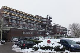 Der Parkplatz vor dem Klinikum Mittelbaden Baden-Baden-Balg ist gut belegt.
