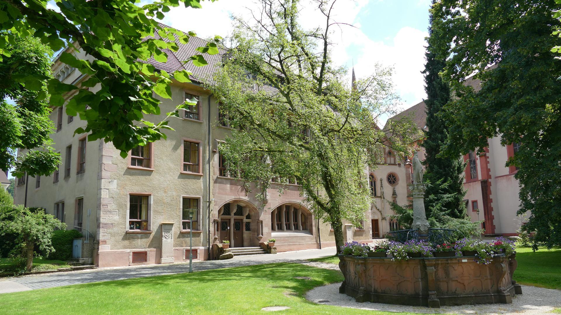 Bei ihrem Aufenthalt in Baden-Baden besuchte Zarin Elisabeth mit ihrer Mutter, Markgräfin Amalie, auch das Cistercienserinnen-Kloster in Lichtental.