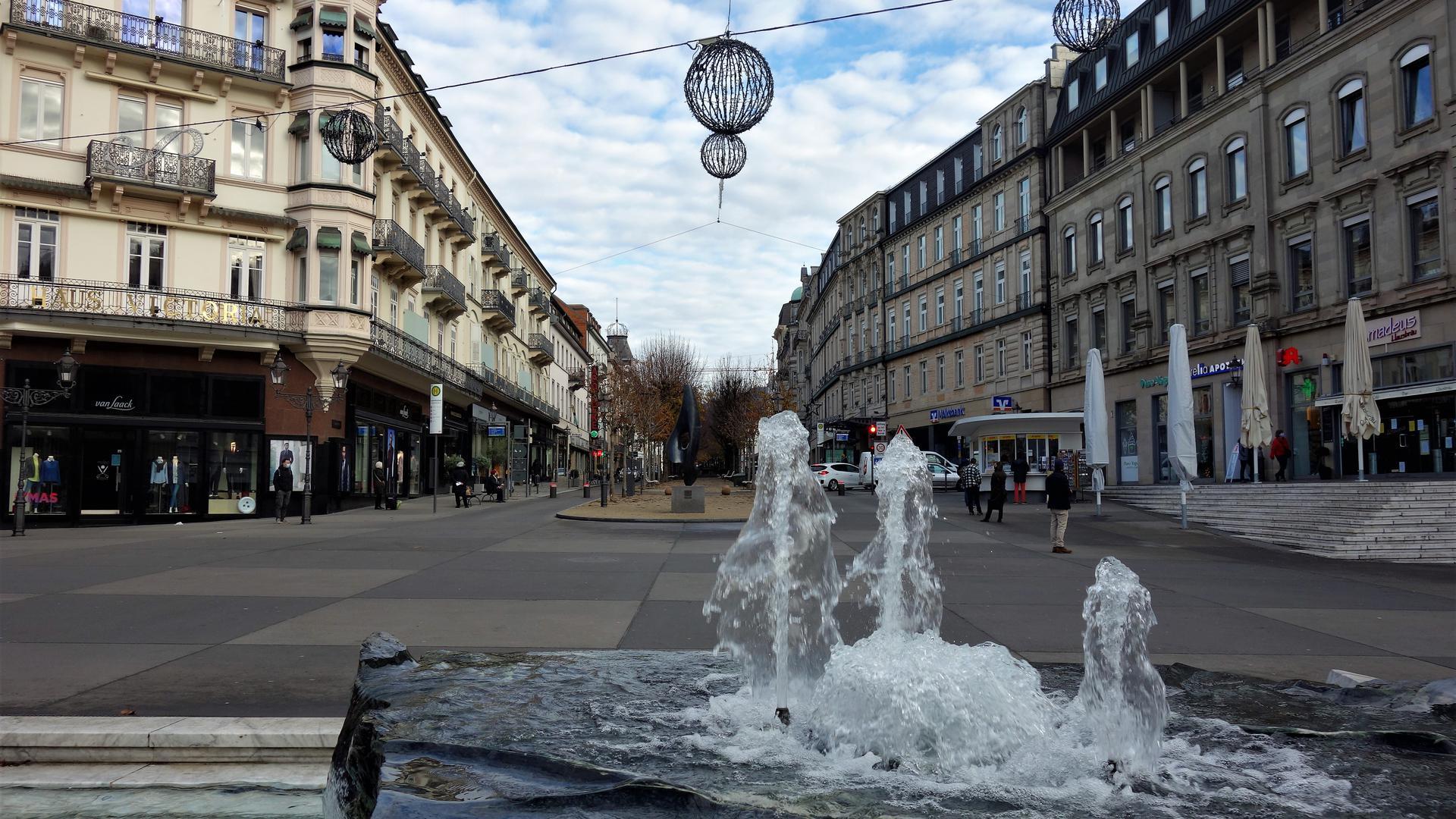 Der Leopoldsplatz Baden-Baden ist im Corona-Lockdown fast menschenleer.