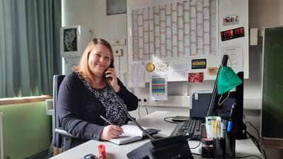 Die Arbeit der Schulsozialarbeiter hat sich seit Ausbruch der Pandemie stark verändert. Schulsozialarbeitern Maren Wiesner unterstützt Schüler nun per Telefon oder Video-Konferenz.