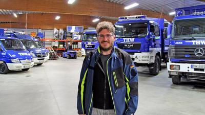 Seit 35 Jahren beim THW: Der 46-jährige Gymnasiallehrer Michael Claus, hier in der Fahrzeughalle der THW-Unterkunft in der Wörthstraße, ist seit 2018 Ortsbeauftragter des THW-Ortsverbandes Baden-Baden.