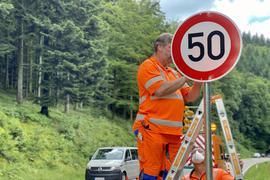 Stadt Baden-Baden stellt neues Tempo-50-Schild auf
