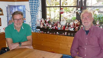 Wolfgang Huck (links) und Herbert Frick nehmen sich bei ihrem Besuch als Nikolaus Zeit, damit die Kinder Spaß haben.