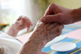 Mangelware: In Deutschland fehlt es an Fachkräften, die Alte und Kranke versorgen. Die Pflege wird selbst zum Pflegefall.