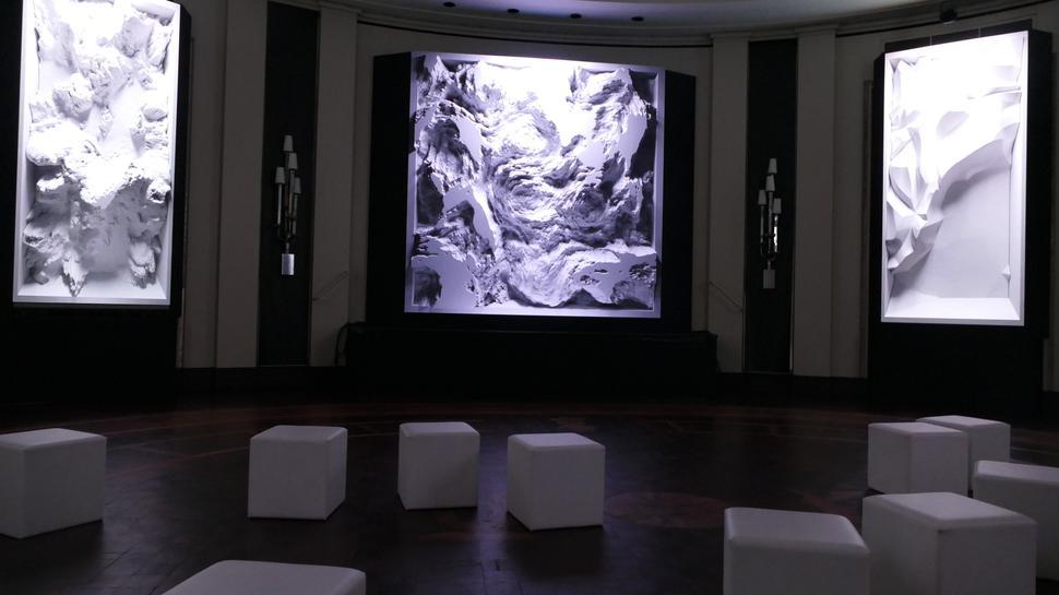 """""""Melting Memories"""": Das ist der Titel der Installation im Runden Saal. Die Datengrundlage sind Gehirnströme."""