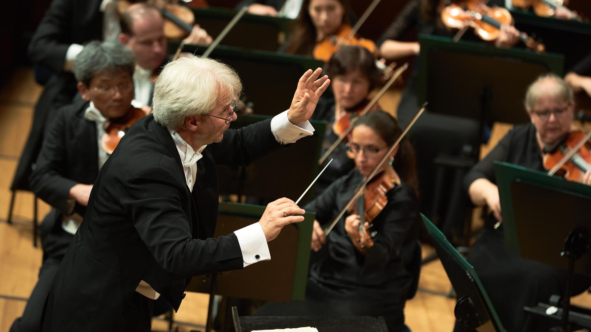 Baden-Badener Philharmonie mit Chefdirigent Pavel Baleff gibt ein Konzert in Aix-les-Bains.