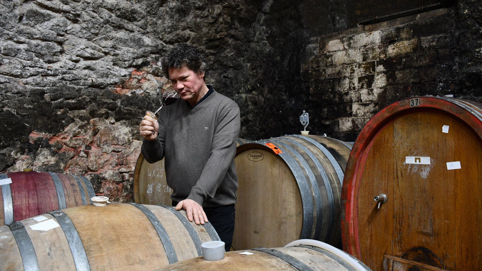 Geht ungewöhnliche Wege: Robert Schätzle vom Weingut Neuweier ist experimentierfreudig und reagiert auf die Herausforderungen durch den Klimawandel auf den Weinbau.